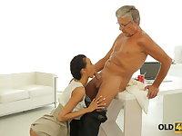 OLD4K. Dazzling brunette seduces old boss with ease