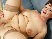 Hot babe fisting a naughty mature slut