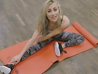 Blonde beauty loves to shake cock down at the gym