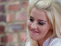 Anal ride and a facial after a massage from Sienna Day