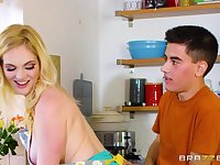 Well-hung dude fucks busty blonde while cooking dinner