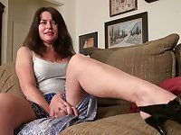 Lustful mature housewife with saggy tits Shelby Ray is toying hairy pussy
