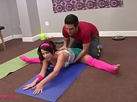 Flexi hot teen fucked by her personal trainer