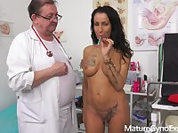 Kinky gyno exam and real orgasm of exciting MILF Valentina Sierra