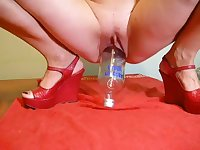 Very hot bottle insertion video and she can it takes it quite deep