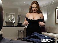 MILFie sexpot Summer Hart seduces black stud to give nice head