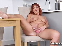 Beau Diamonds in Touch Myself - Anilos